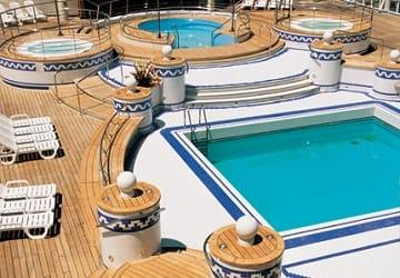 grandi_navi_veloci_la_suprema_swimming_pool
