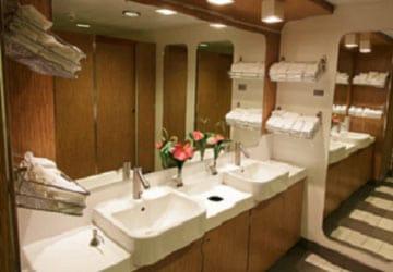 stena_line_stena_adventurer_stena_plus_lounge_toilets